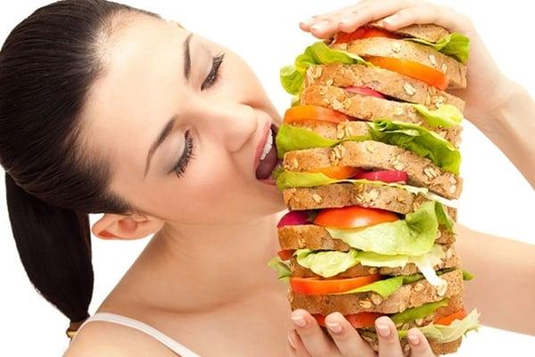 Ăn uống thất thường, ăn thực phẩm lạnh dễ gây khí huyết kém